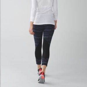 """Lululemon Pace Rival Crop *22"""" in Navy"""